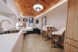 Platan Apartments5 min Main sqrlarge bedunique