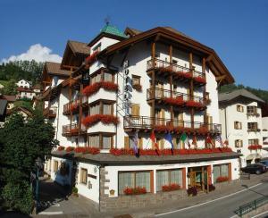 Hotel Dolomiti Madonna - AbcAlberghi.com