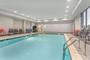 La Quinta Inn and Suites by Wyndham Bloomington
