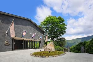 THE HIRAMATSU HOTELS & RESORTS..