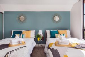 . Disneyland 2 Bedroom Suite