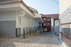 Residences by RedDoorz near MT Haryono - Minimum Stay 7 Days