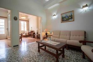 . Gortsologou 40. Central, comfy and spacious apartment