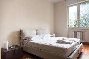 2 Bedrooms Flat with parking near metro - AbcAlberghi.com