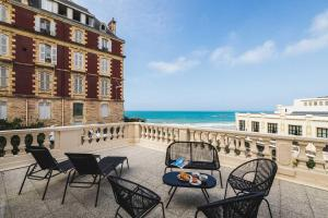 . BLUE MOON KEYWEEK Seafront Apt with large Terrace and Parking Biarritz