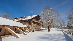 Location gîte, chambres d'hotes Vacancéole - Chalet Les Crozats dans le département Jura 39
