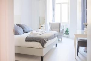 White Fanti Apartment - abcRoma.com