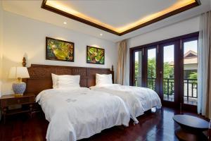 Wonderful Pool Villas in Coastal Resort