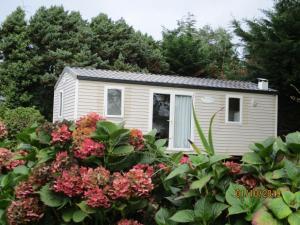 Location gîte, chambres d'hotes Les Mobile home de KERROYAL dans le département Finistère 29