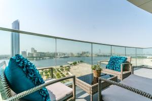 Stylish fully furnished 2BR apartment in Marsa Plaza Residence - Dubai