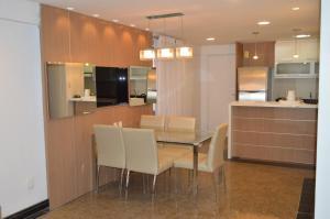 Beira Mar Meireles, Flat 2 suítes e cozinha completa