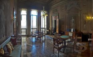 Vintage Venice Apartment