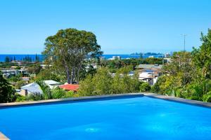 THE VIEW, TUGUN - 4 bedrooms - Sea views - Private heated pool