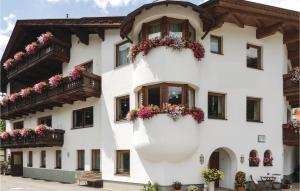 Awesome apartment in St. Anton w/ 3 Bedrooms - Hotel - St. Anton am Arlberg