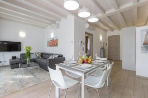 Deluxe Apartment Olivia - AbcAlberghi.com