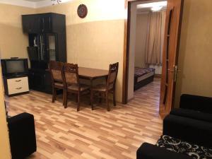Elmler mertosu yasamal 100, Appartamenti  Baku - big - 9