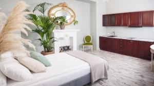 Stylish Downtown Rooms
