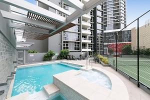 SK2 - Brisbane Central Station 3BR Apartment with Parking and Pool