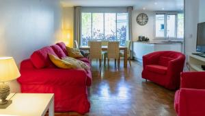 obrázek - Paris City – Spacious 3 bedroom flat for families -3 minutes from metro station