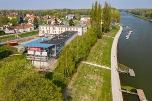 Amstel Hattyú Fogadó és Amstel Cafe & Restaurant