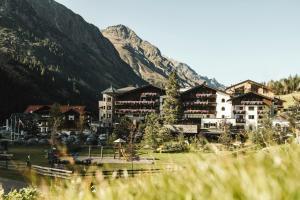 Verwöhnhotel Wildspitze - Hotel - Sankt Leonhard im Pitztal