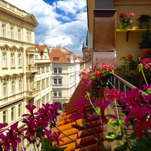 STEPS AWAY FROM CHARLES BRIDGE PRIME LOCATION