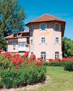 Hotel Christin, Отели  Ора - big - 27
