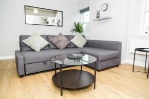 Serviced Apartment In Liverpool City Centre - St Luke's Building by Happy Days - Apt 5