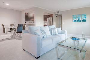 West Hollywood Modern 2BR Suite!