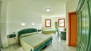Fünfbettzimmer mit Gartenblick