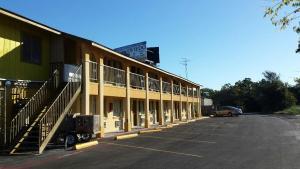 Carefree Inn Flatonia, Motel  Flatonia - big - 1