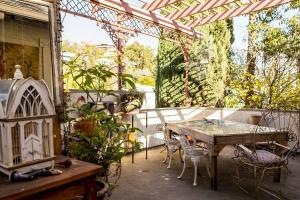 Colonial Craftsman Bed and Breakfast - Hollywood