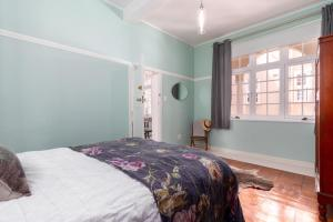 Light & Airy Apartment in Victoria Court