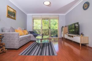 Rustic Hardwood 2 Bedroom Apartment in Randwick