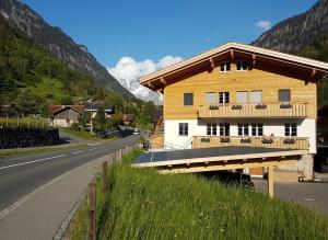 Chalet Wetterhorn - Hotel - Lütschental