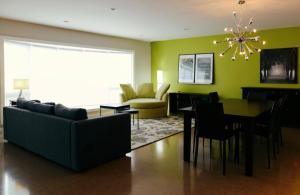 . 3 Bedroom Home with Custom Built Kitchen. Inner City