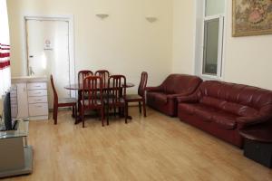LM Apartment Boulevared Side Wiew, Ferienwohnungen  Baku - big - 6