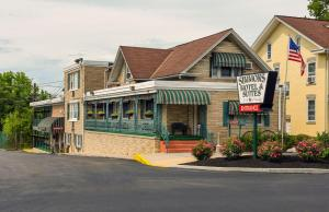 Simmons Motel and Suites