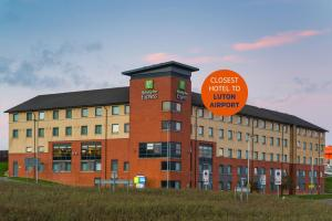 Holiday Inn Express London Luton Airport - Hotel - Luton