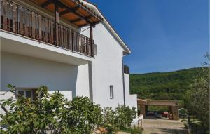Four-Bedroom Apartment in Smarje