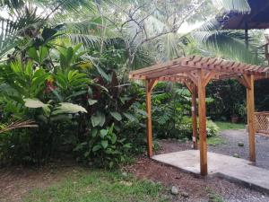 Azania Jungle House One or Two Bedroom with AC near the beach, Cocles