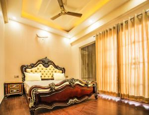 . Luxury Stay at CMD Apartments.