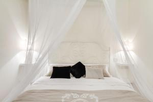 Elegant Apartment Behind the Colosseum - abcRoma.com