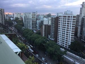 A Hotel Com Belgrano Av Libertador Vista Al Rio Con