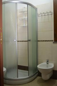Doppelzimmer mit eigenem Bad.