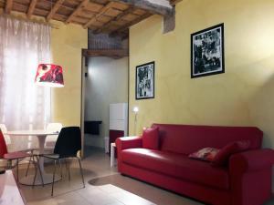 Anastasia - Hidden Balcony inside Trastevere - abcRoma.com