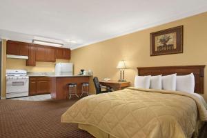 Travelodge Inn & Suites by Wyndham Gardena CA