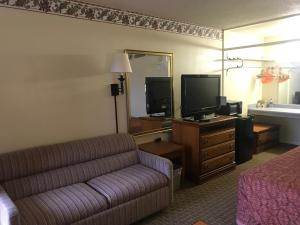 Tyler Inn & Suites