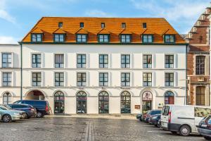 Hotel Cathedrale, Турне