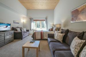 Gateway Lodge 5061